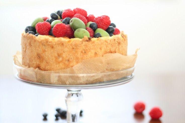 geburtstags-kaese-kuchen-mit-frucht
