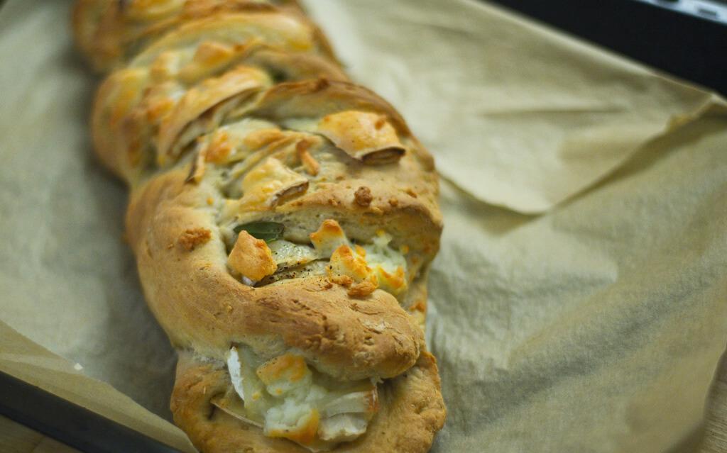 gefülltes Brot mit Ziegenkäse